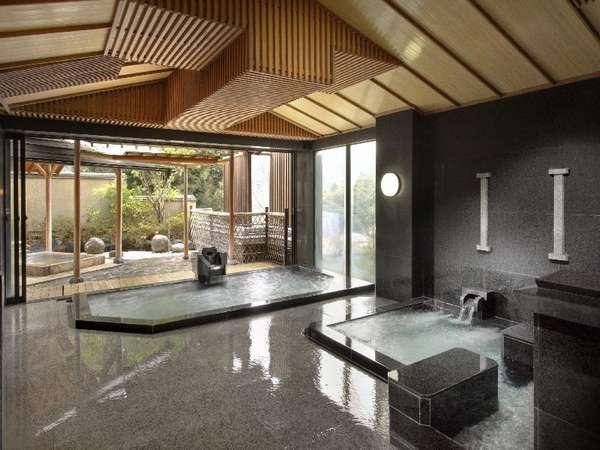 《殿方大浴場》開放的な設計で露天風呂、ジャグジー、打たせ湯、サウナをお楽しみ頂けます。