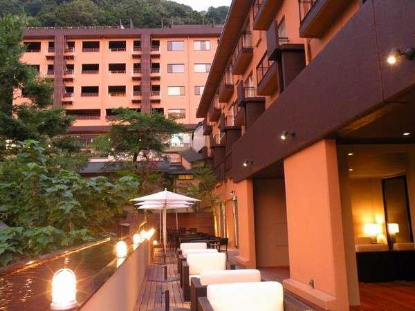 箱根湯本温泉の高台に、「森の舘」「風の舘」