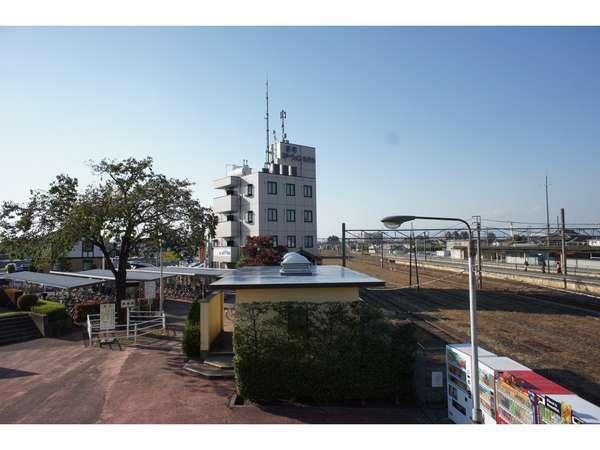 新町駅歩道橋からの外観
