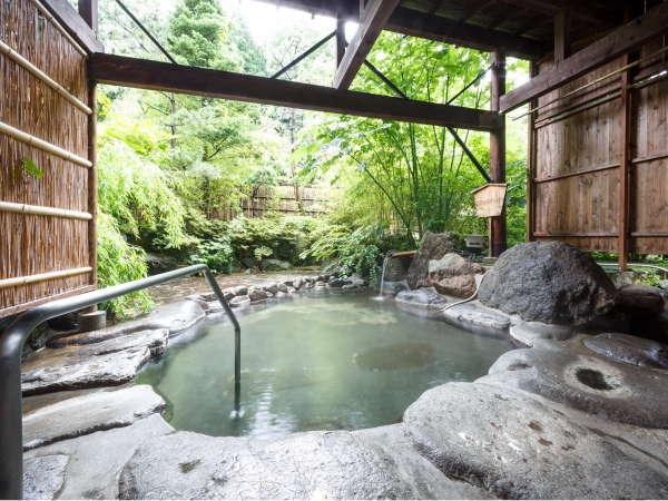 大浴場に併設する風情ある露天風呂