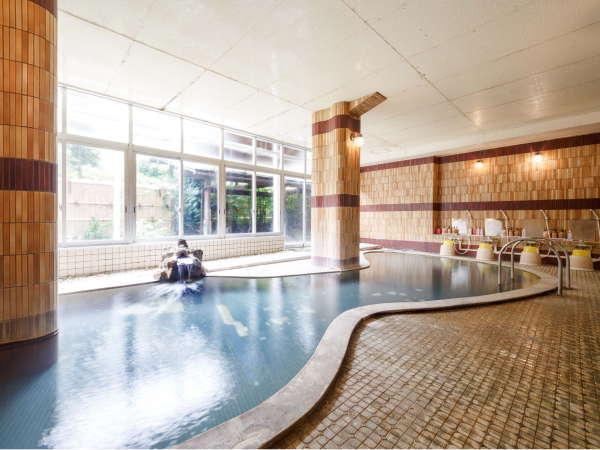 【中浴場】このお風呂の大きさは一般的な大浴場のサイズだと思います。