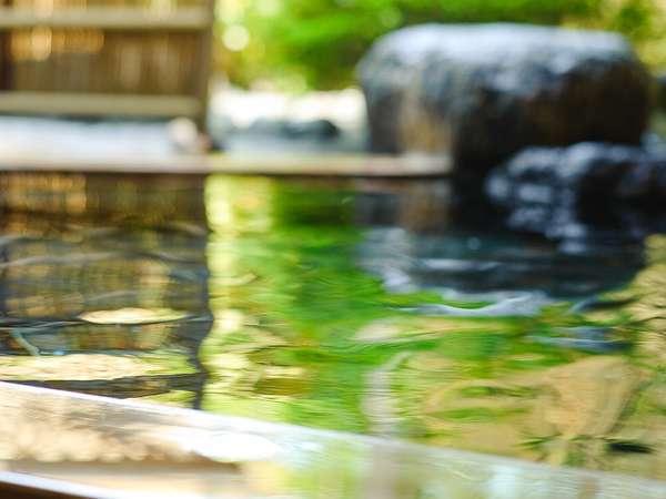 気持ちいい高原の涼風を感じながらホカホカ温まる、美肌の温泉(男女入替制)