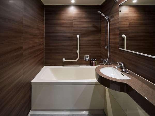 <バスルーム>ダブル、ツイン、スーペリアツインのお部屋にはバスタブをご用意