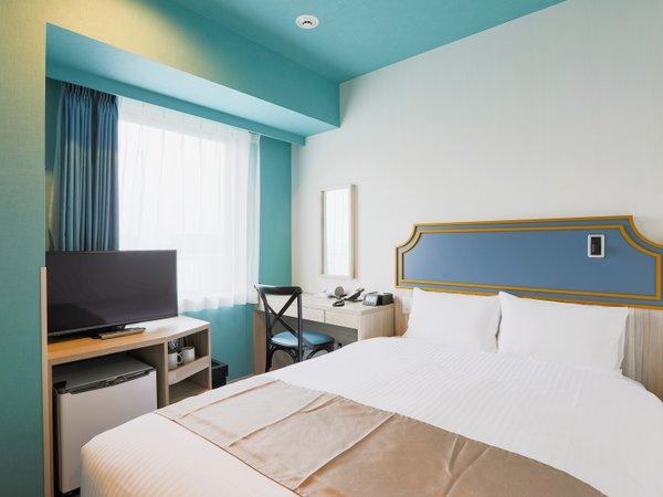 【客室】ダブルルーム/ベッド幅140cm1台/15㎡ (テーマ:水)