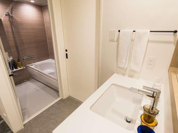 バス・トイレ独立の洗い場付き浴室(プレミアムツイン、プレミアムツイン/ベンチ)
