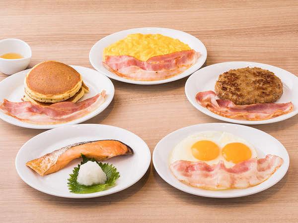 【朝食】1階レストラン・朝食は和洋5種類選べるプレートとサラダなどをビュッフェ形式でご提供します。