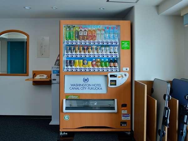 各フロアーに自動販売機を設置しております