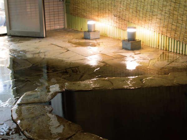 那覇市内では珍しい天然温泉で寛ぐ