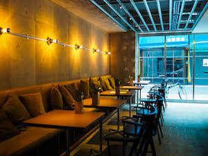 1階カフェダイナーではお食事も|ホテル&ホステルKIKKA東京
