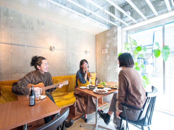 1階カフェはコモンスペースとしてもお使いいただけます|ホテル&ホステルKIKKA東京