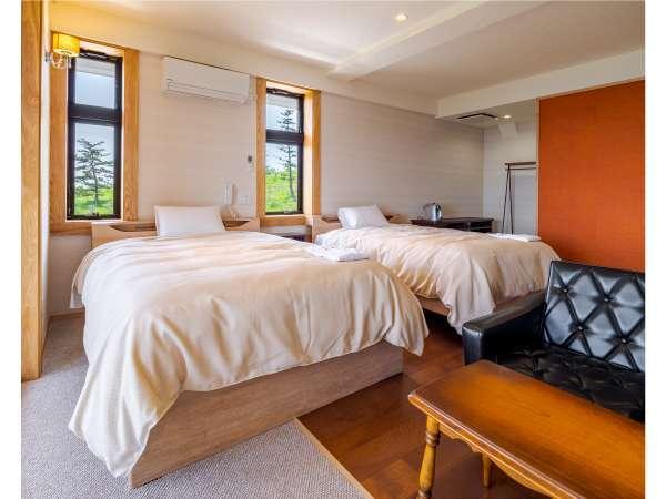 """2階の角部屋!それぞれ朝と夕方に雰囲気を変える部屋です。また、角部屋だけ""""ジャグジー""""がついてます!"""