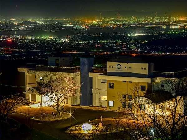 ホテルの眼下には、煌めく夜景が・・・。