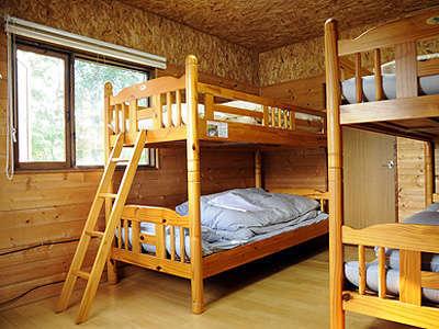 お部屋は、広々8畳間。