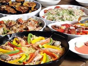 この日の夕食メインは、スキレットで作る大人気のパエリアでした。