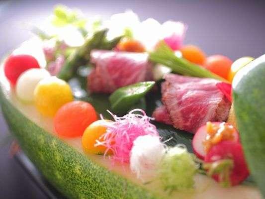 開田高原の自然の中で育った新鮮な野菜、山菜が味わえる新菜野料理