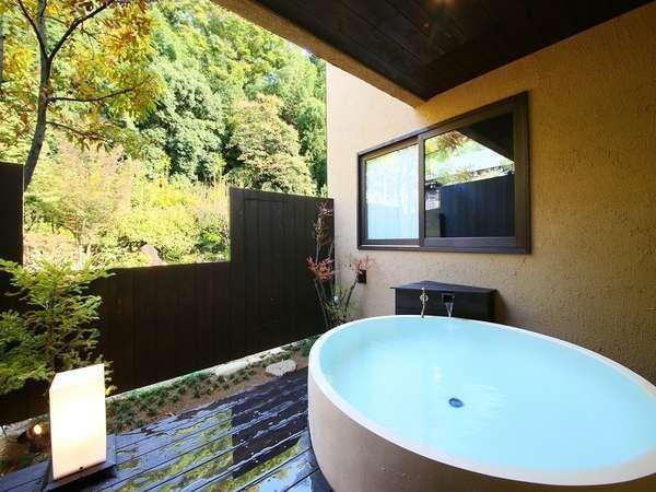 別邸 離れ【露天風呂/和室12畳+ツイン】《禁煙》露天風呂の一例 足を伸ばしてゆったり入浴いただけます。