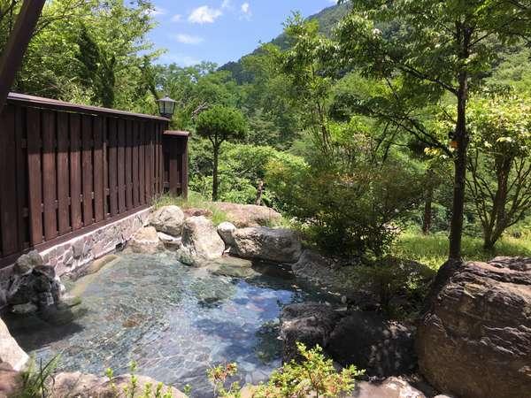 【男性露天風呂】天気のいい日は露天風呂で森林浴!