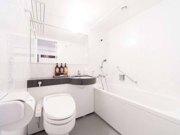 白を基調にした落ち着いた雰囲気のバスルーム♪