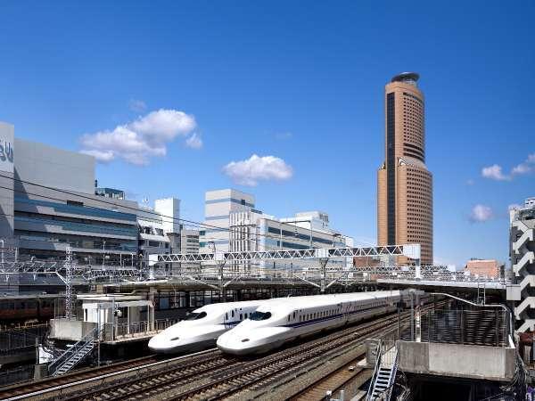 タワーと新幹線