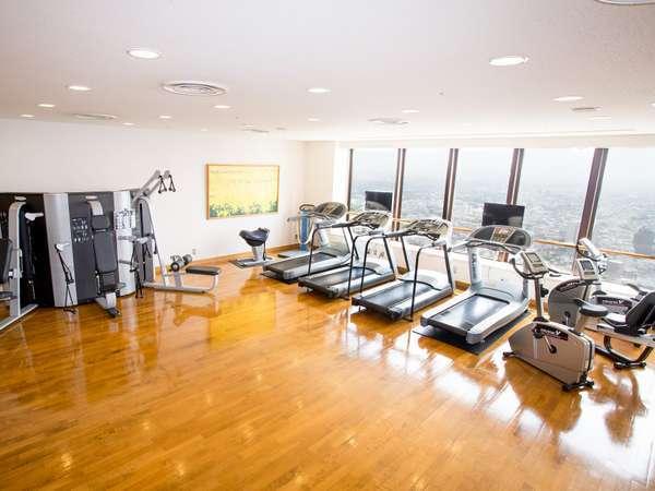 29階ヘルスクラブ併設のジム(イメージ)外の景色をご覧頂きながらのマシントレーニング(有料)
