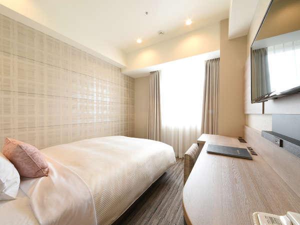【スタンダードシングル】140cm幅のベッドでごゆっくりおくつろぎくださいませ。