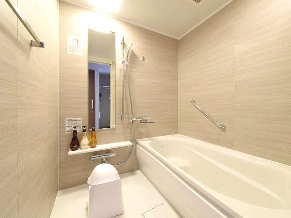使いやすい独立のバスルーム!多くのお客様から好評いただいております。シャンプーはポーラ製です。
