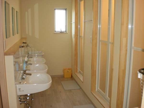 2F洗面シャワー室