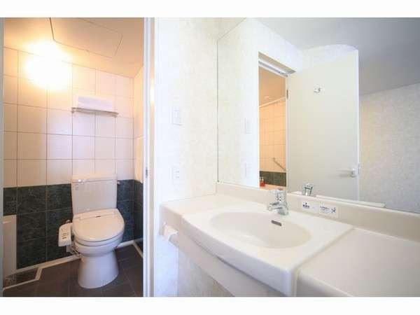アウトベーシンが、お手洗いとバスルームをゆとりの広さに。
