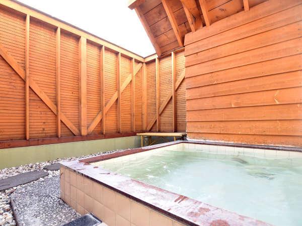 【大浴場】人工温泉の露天風呂