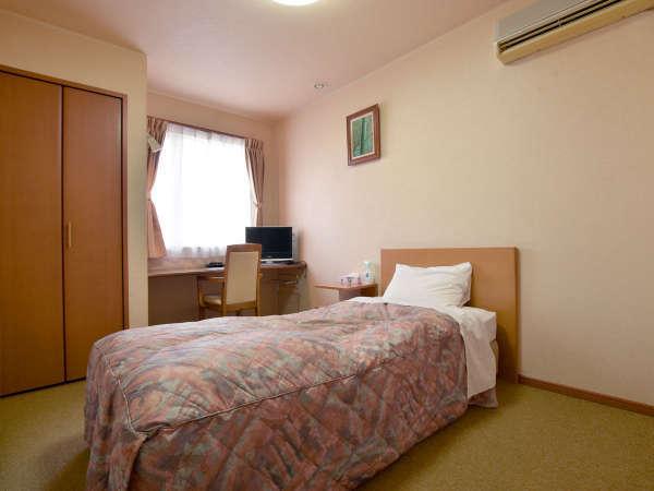 【洋室トイレ付】机も設置されており、ビジネスにも最適なお部屋です。