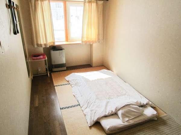 *和室一例/1名様ご利用のコンパクトな和室。