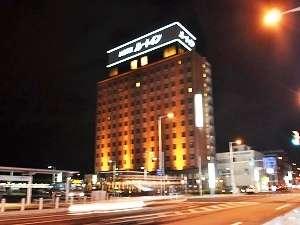 JR函館駅を降りたらすぐ左に見えます