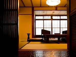 囲炉裏の間から続く10畳和室(一例)