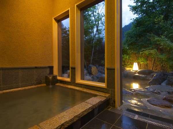 貸切露天風呂『蔵の湯』の内湯より