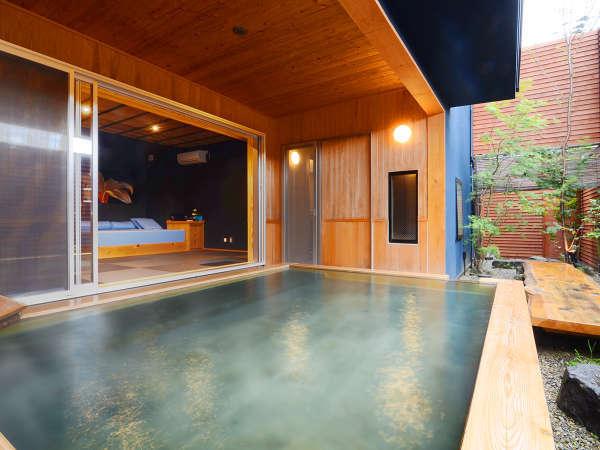 【心隆(しんりゅう)】心安らぐお庭を愛でながら、香り豊かな総檜の大露天風呂