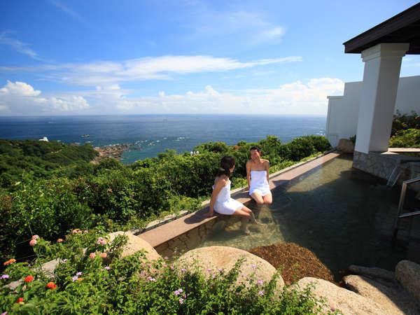 この南紀随一の眺望と良質の温泉が口コミでも大人気です!壮大な景色をお愉しみ下さい