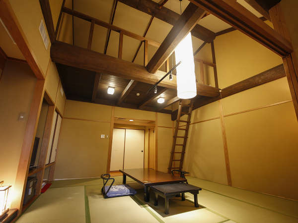 ロフト付きの和室は天井が高く広々