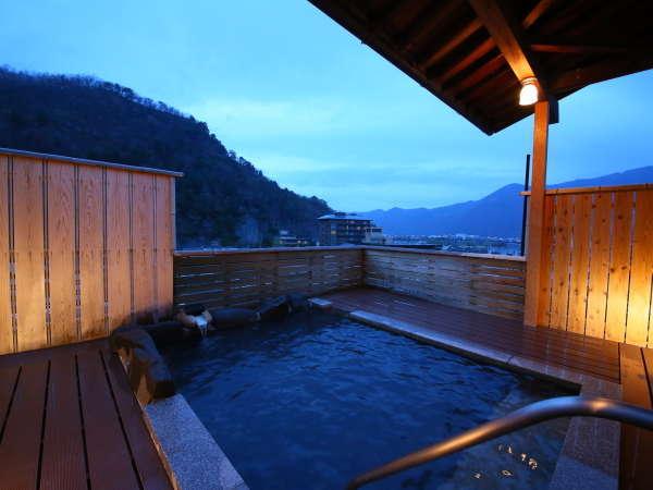 月~木曜日限定の貸切露天風呂がご利用頂けます。信州の夜空を眺めながら・・・。