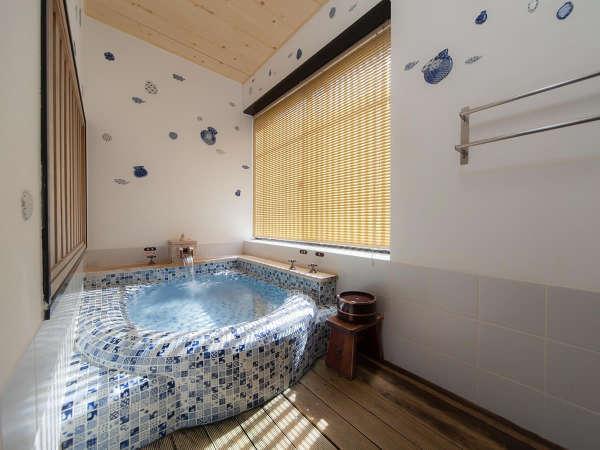 【風庵】 1枚1枚手描きのタイルが魅力的な浴槽です