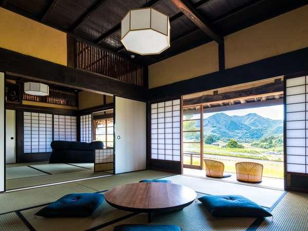 里山風景を望む和室