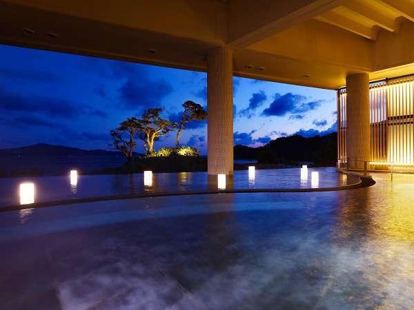 幻想的な大浴場