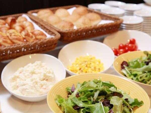 朝食は和洋ブッフェスタイルでご用意しています!