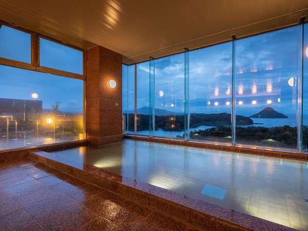 大浴場から眼前に望むは天草の島々が醸し出す天草灘の情緒あふれる風景