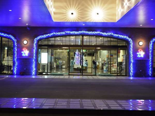 ホテル入口から見たイルミネーション(館内外に輝くイルミネーションを見に来て下さい。