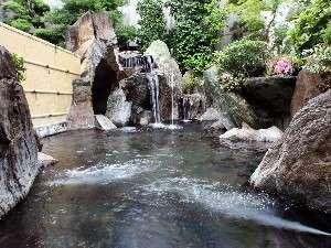 【龍泉閣】源泉掛け流しの雄大な露天岩風呂でゆっくり~美肌の湯のひとときを