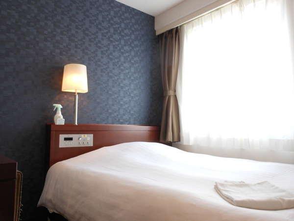禁煙・喫煙にてフロア分煙 シモンズ製150cm幅のベッドを採用