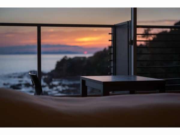 【ゆっくり沈む夕日を見ながら過ごす贅沢なひと時】