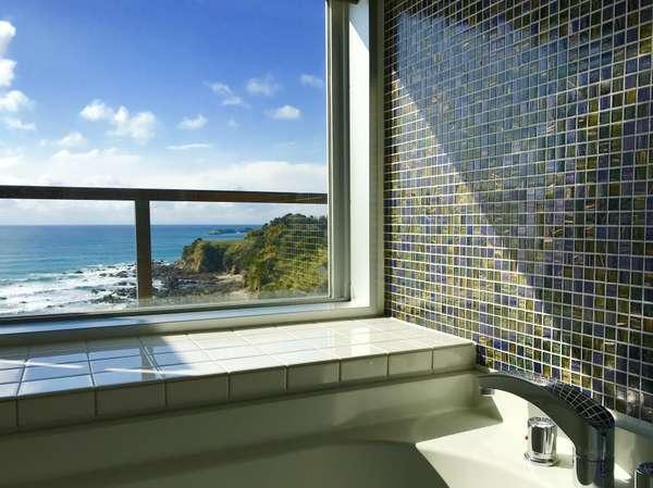 【海が見渡せる眺望風呂で癒しのひと時を】