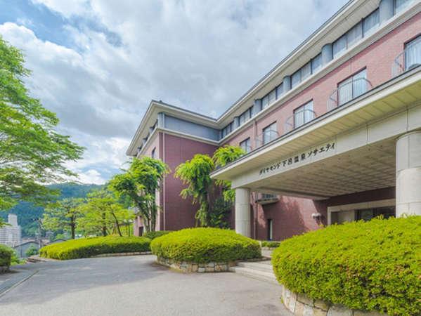 【外観】下呂温泉の喧騒を離れた、高台に佇む会員制リゾートホテル