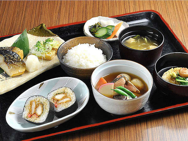 岩船産コシヒカリと、天然だし薫るお味噌汁が自慢の朝食バイキング。これは必食です!